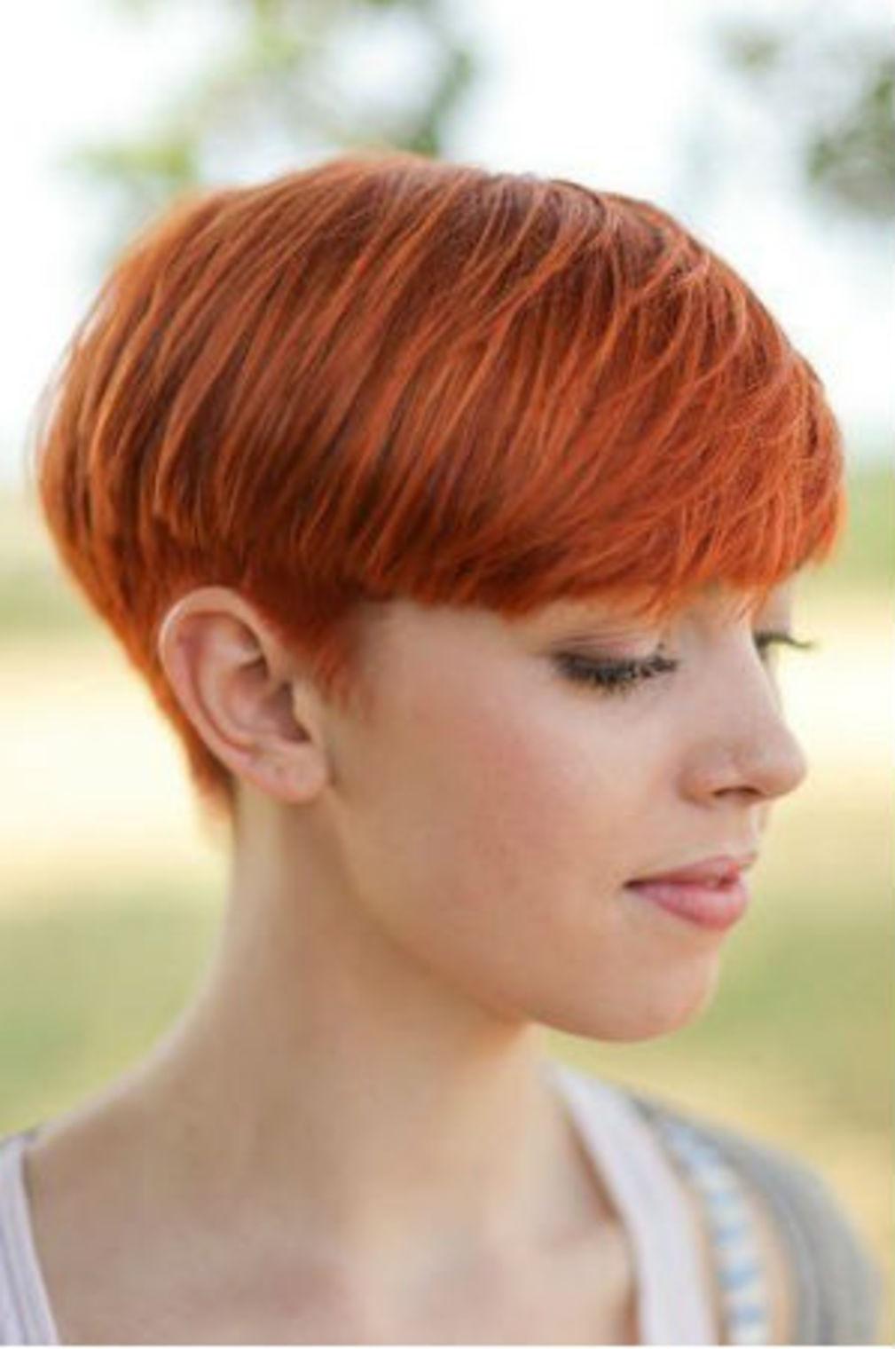 Coupe court cheveux roux